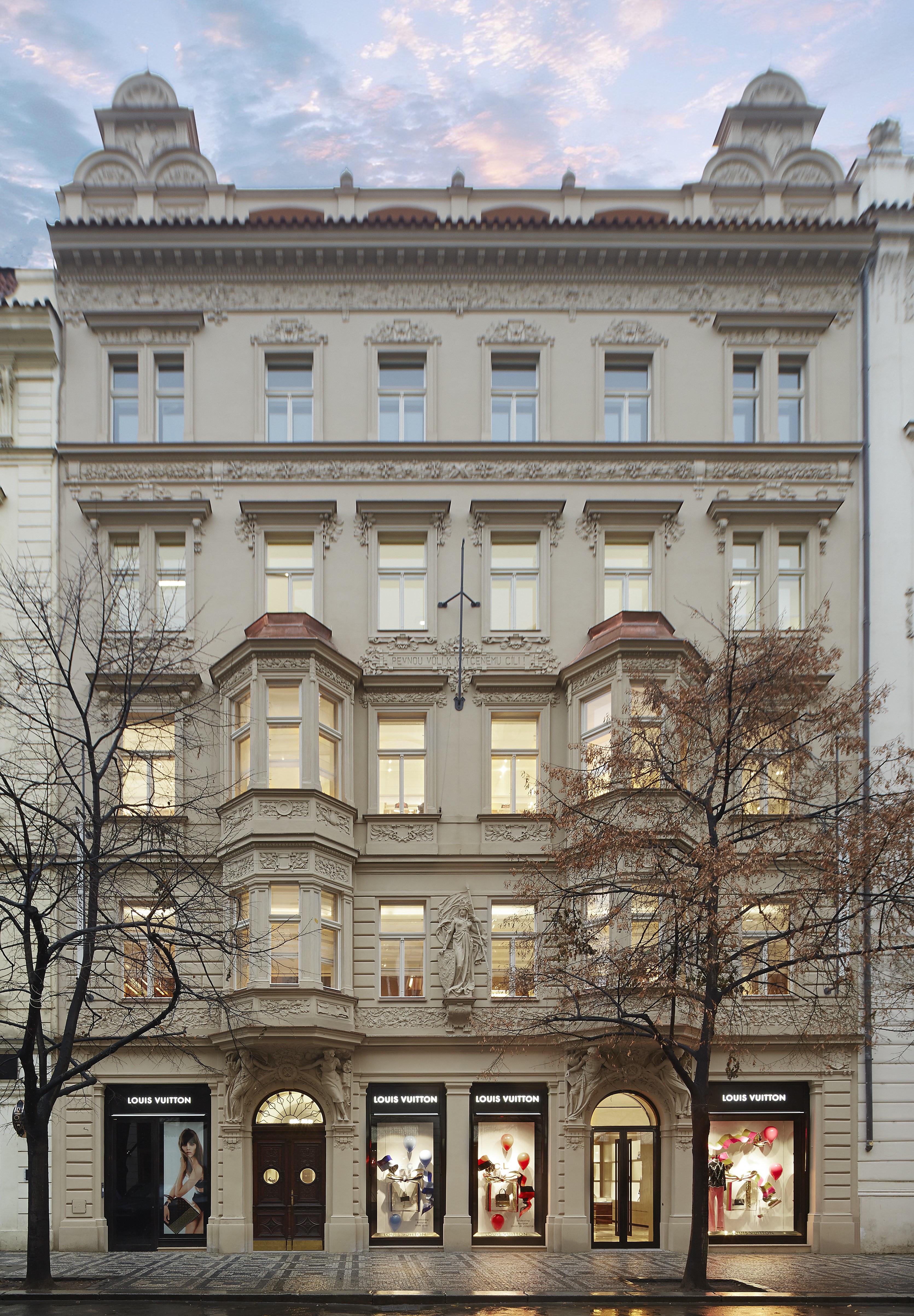 e8ad663f7f Louis Vuitton - Prague.eu