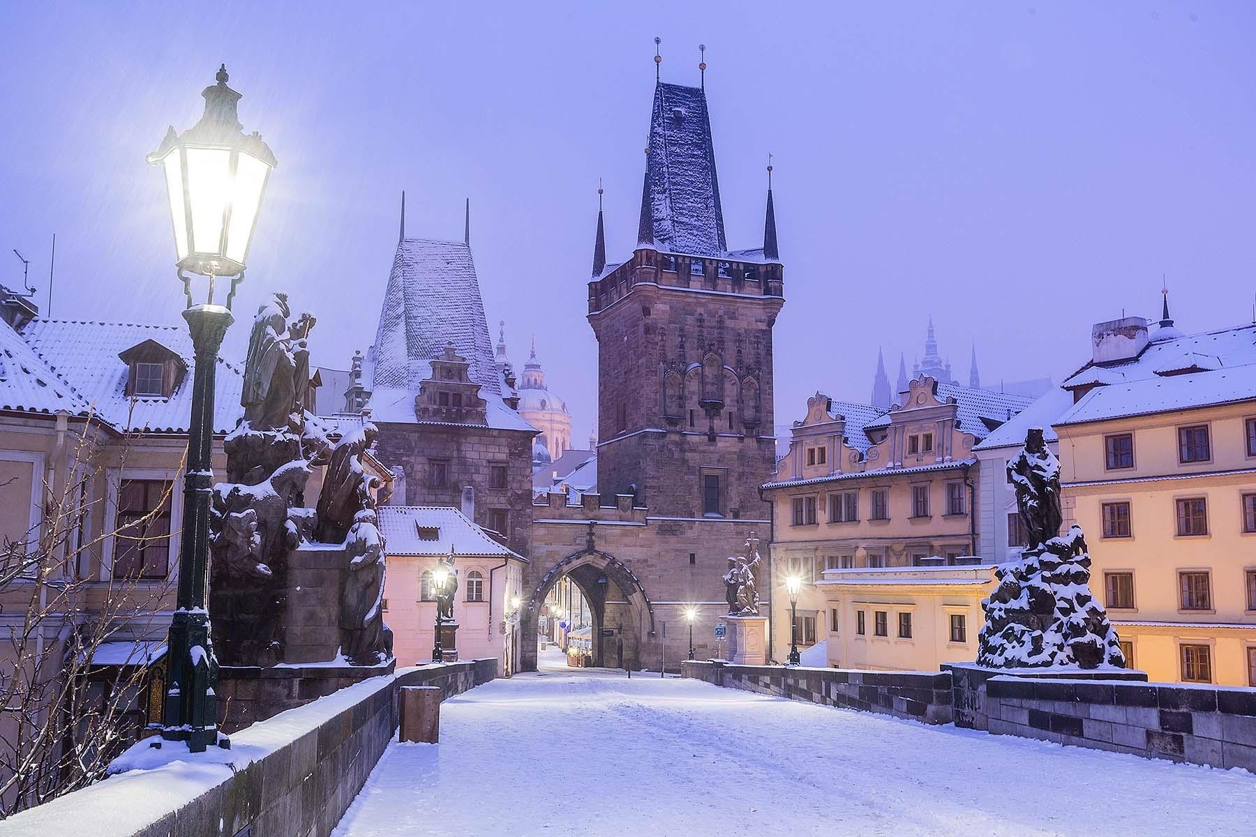 фото туристов прага зимой уссачки